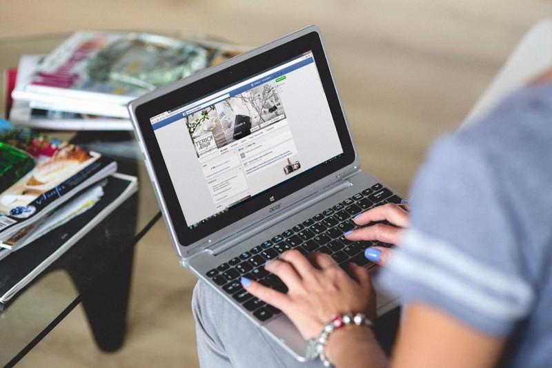 Pieza publicitaria de Facebook (2 imágenes)